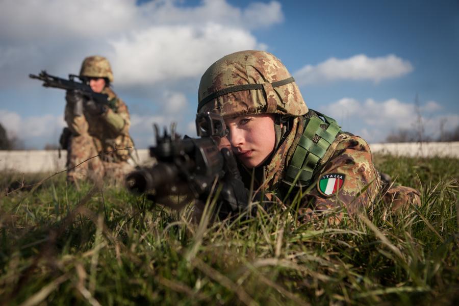 http://www.lauraportinaro.com/files/gimgs/46_militari-1.jpg