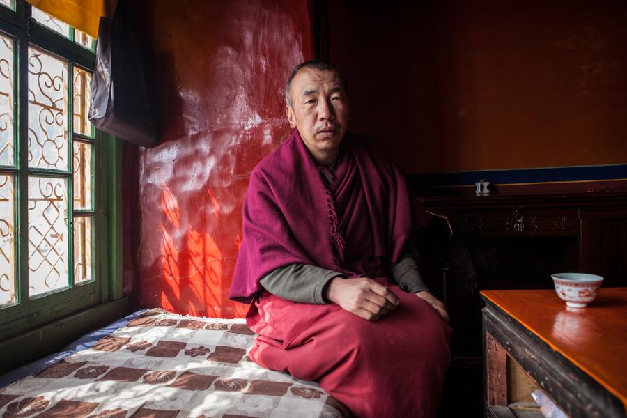 http://www.lauraportinaro.com/files/gimgs/69_monk-at-samye-monastery.jpg