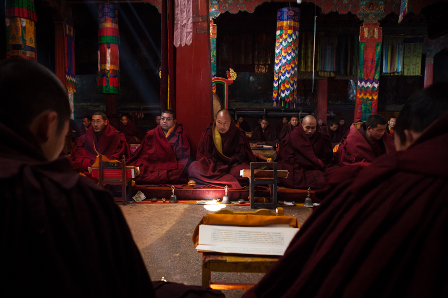 http://www.lauraportinaro.com/files/gimgs/69_puja-worship-at-mindroling-monastery-.jpg